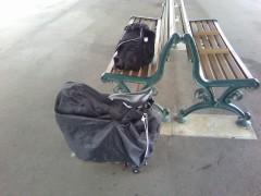 「輪行」にて。畳んだ自転車。