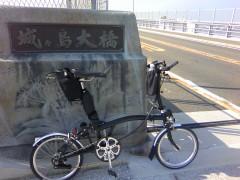 フォールディングバイクは英国ブロンプトン社製
